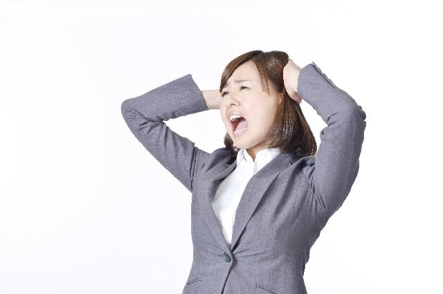 叫ぶ 女性